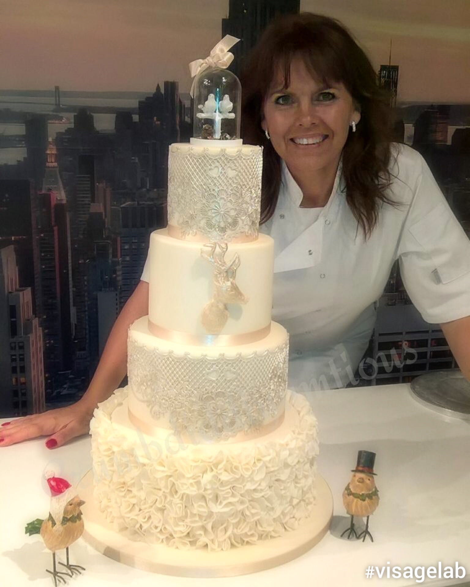Cake Decorator Interview with Crumbdiddlyumtious. - Edible ...